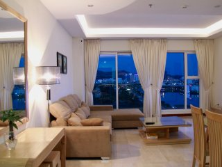 Luxury 2 Bedroom Apartment with Seaview