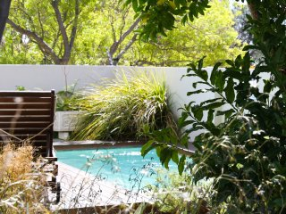 Dunkeld Village, 3 bed, pool, close to the beach, Camps Bay