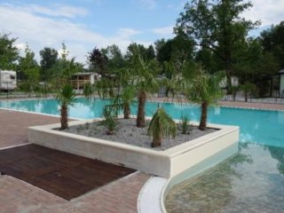 Chalet Camping Class driect at lake Eupilio como Italie with swimming pool