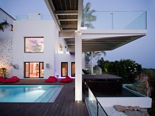 Extreme Luxury -Coolest contemporary villa !