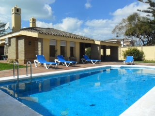 chalet piscina privada 15 personas playa, Valdelagrana