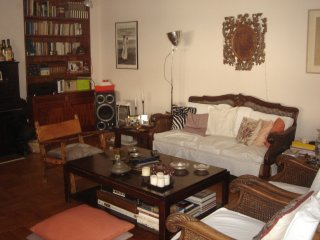 Homely, cozy, safe family 4th fl apt. in Kolonaki