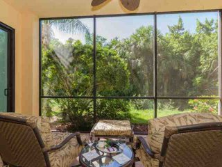 Cottages at Naples Bay Resort 2 BR/2 BA, Gorgeous 1st Floor, End Unit, w/Private Screened Lanai, Nápoles