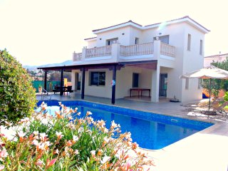 Front Line 4 Bedroom Villa - Panoramic Sea Views, Argaka