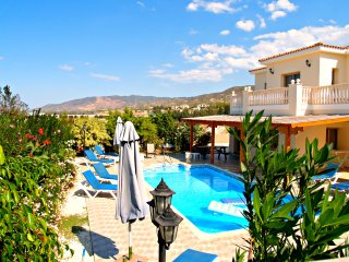 Front Line 4 Bed Villa Amazing Sea Views - Pool, Argaka