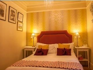 The Drovers Bed and Breakfast - pink room, Llandovery