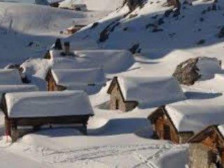 Luxury Alpine Escape - Six bedroom Chalet