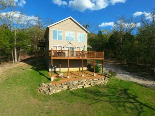 Tall Tree Retreat~Secluded Lakeside Home w/Hot Tub, 150' to Water & Great Views!, Branson