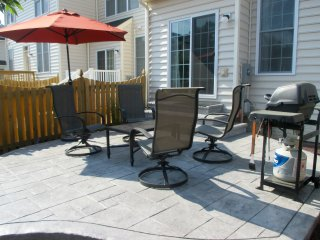 Alluring 3BR Purcellville Townhome w/Wifi, Gas Grill & Private Backyard Patio