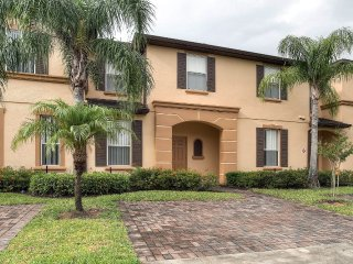 Alluring 3BR Davenport Townhome w/Wifi, Outstanding Resort Amenities & Close Proximity to Disney World, Shopping, Dining & Much More!