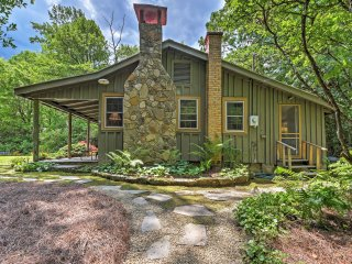 NEW! Charming 2BR Highlands Cottage w/ Fireplace