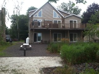 Beautiful 5 BR Lakefront Home, Thornhurst
