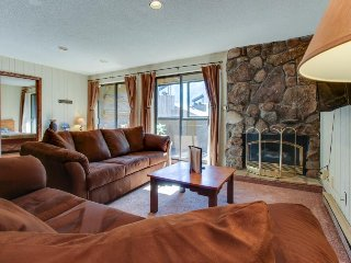 True Ski-in/Ski-out Best Center Village 3 bedroom, Copper Mountain