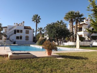 LOVELY END TOWN HOUSE, 24 HR WARDEN CONTROLLED URB, Villamartin