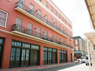 Luxury French Quarter Rental 50 ft off Bourbon w/Pool & Gym - Maisonette Marie