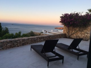 My place by the Sea, Roca Llisa
