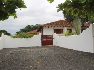 Beautiful Pedasi home fenced yard, close to beach!