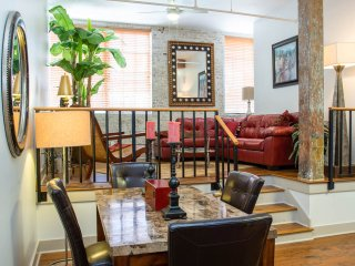 Luxury French Quarter Rental 50 ft off Bourbon w/Pool & Gym - Maison Katrina, Nova Orleans
