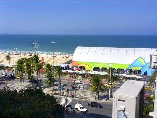 Lux Rio 01 - Apartamento na praia de copacabana para famílias e amigos
