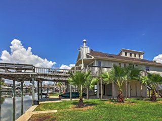 3BR Galveston House on the Canal!