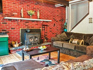 Attractive 3BR+Bonus Room Hawley House w/Fire Pit!