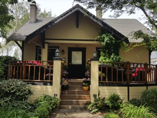 CHARMING AND COZY * PERFECT LOCATION * PRIVATE BACKYARD PARADISE!