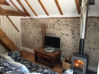 Shepherd's Barn romantic Bolthole 65 mins - London, Chilgrove
