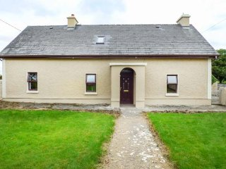 CAMONA COTTAGE, detached, woodburning stove, pet-friendly, Curraghboy, Ref 936818