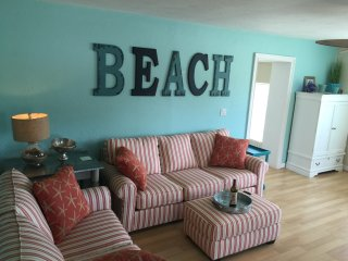 Ocean View Avenue Retreat -Private Pool & Theatre, Bradenton Beach