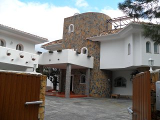 Detached private  5 bedroom villa.