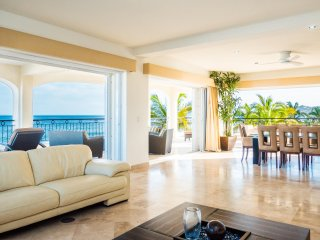 Breathtaking, beachfront condo  Mar de Cortés., San Jose del Cabo