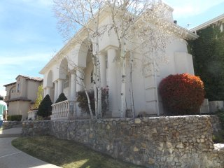 Rent a floor in a mansion! Basement level sleeps 4, Albuquerque