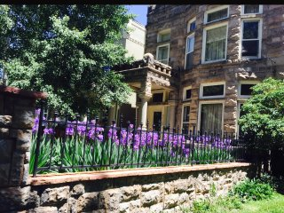 Castle Iris:  2 bdrm with Fireplace & Balcony in Central Denver