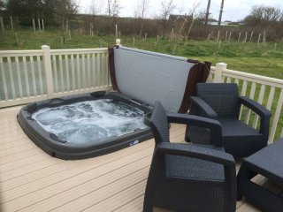 SAND LE MERE. 3 bed caravan with private 'hot tub'