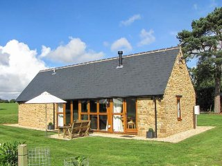 HOOK NORTON BARN, luxury barn conversion, ideal for a romantic break, WiFi and p