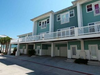 2MC Great Condo Near the Beach, Sleeps 10, 3 Bedrooms, 2.5 Bathrooms. No Pets, Port Aransas