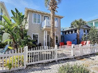 11VW - 5 Bedroom Port A Vacation Rental With Game  Room Community Pool 3 Cars, Port Aransas
