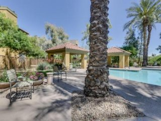 Beautiful  Scottsdale fully furnished prime area 1 Bedroom