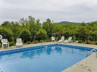 BRAND NEW: Mountain view, 3 BR, 4 BA North Conway Townhouse. AC, Wifi & Pool!