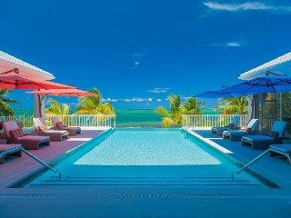 """7 BR """"Kaia Kamina"""", Grand Cayman"""