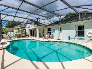 Home w/ a game room, private pool, close to Disney World - snowbirds welcome!