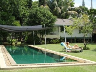 2 Bed Villa - Fantastic Location with pool- Easy walk to Restaurants and beach