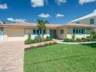 Cute Canal Pool Home. Ground level and Pet Friendly - Brand New Listing - Sandy, Fort Myers Beach