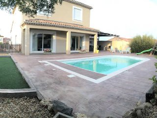 Holiday villa South of France near Pezenas, pool