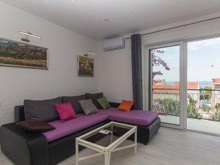 Lovely apartment near the beach Makarska for 4