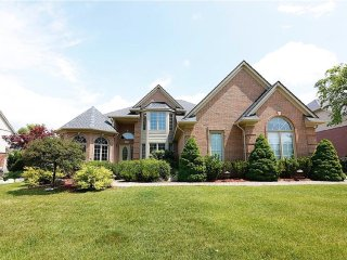 Rochelle Manor: First Class Living in Luxury, Rochester Hills