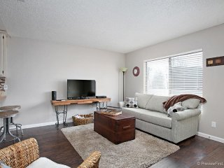 Cozy Condo minutes from Sea World, San Diego