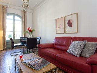Elegante Muntaner apartment in Eixample Esquerra with WiFi, airconditioning