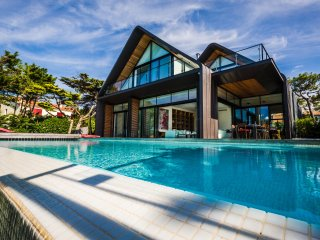 SPECIAL OFFER -22% Villa d'architecte vue Golf/Mer piscine chauffée, Anglet