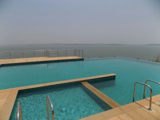 'CasaCabo' Infinity pool Apartment in Dona-Paula